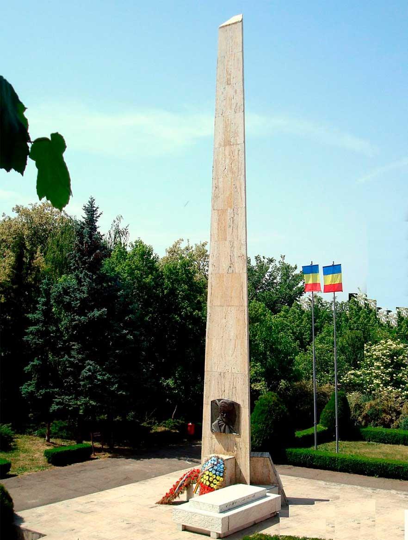 Obeliscul actual de pe mormântul lui Mihai Viteazul